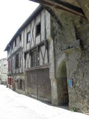 Maison - Français:   Maison au 2 Rue de la Vau Saint-Jacques à Parthenay (79).