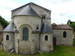 Eglise Saint-Généroux - Français:   Le chevet de l\'église, Saint-Généroux, Deux-Sèvres, France