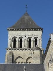 Eglise Saint-Laon - Français:   Extérieur de l\'abbatiale Saint-Laon de Thouars (86). Tour-clocher. Face orientale.
