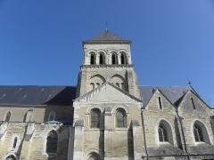 Eglise Saint-Laon - Français:   Extérieur de l\'abbatiale Saint-Laon de Thouars (86). Vue méridionale.