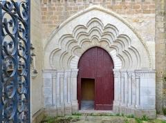 Eglise Saint-Médard - Français:   Portail latéral polylobé de l\'église Saint-Médard de Thouars - Deux-Sèvres