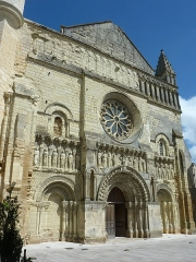 Eglise Saint-Médard - Français:   Façade de l\'église Saint-Médard - Thouars Deux-Sèvres France
