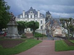 Eglise Saint-Médard - Français:   Thouars vue sur l\'église Saint-Médard
