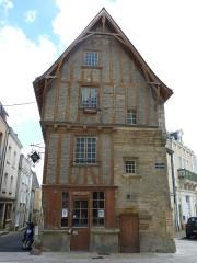 Maison - Français:   Maison des Artistes Thouars Deux-Sèvres France