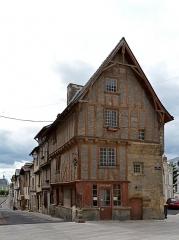 Maison - Français:   Maison Place Saint-Médard - Thouars (Deux-Sèvres)