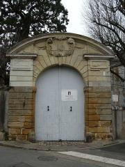 Maison - Français:   Portail du 18 rue Harcher, Thouars, Deux-Sèvres, France.