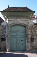 Ancien archevêché - Français:   Besançon (Doubs (département) - France), rue de la Convention, 11 - Portail de l\'hôtel de Grammont ou ancien Palais archiépiscopal de la ville (XVIIIème siècle).