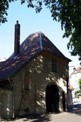 Ancien archevêché - Français:   Besançon (Doubs - France), rue de la Convention, 9 - Portail de la maîtrise de l\'archevêché (XVIIIème siècle).