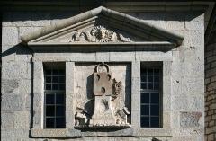 Citadelle - Besançon (Doubs (département) - France), Faubourg Rivotte - Détail du fronton armorié de la Porte Rivotte (XVI-XVIIème siècles).