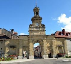 Porte Saint-Pierre - French Wikimedian, software developer, science writer, sportswriter, correspondent and radio personality