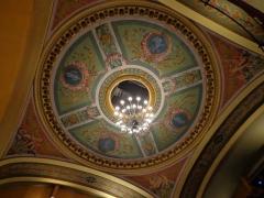 Théatre - Français:   Plafond de la salle du théâtre de Montbéliard, dans l\'hôtel de ville.