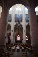 Eglise Notre-Dame - Intérieur de la basilique Notre-Dame de Dole (39). Élévation de la nef.