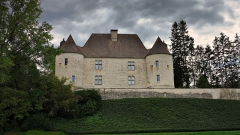 Château - This building is indexed in the Base Mérimée, a database of architectural heritage maintained by the French Ministry of Culture, under the reference PA00101966 .