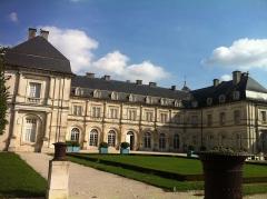 Hôtel de ville (ancien château) - Français:   Château de Champlitte_cour d\'honneur