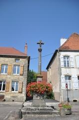 Croix de village - Français:   Faverney (Haute-Saône), Croix de village de Faverney