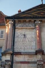 Hôtel de ville - English: Gray, Haute-Saône, France. Sundial on Hôtel de ville.