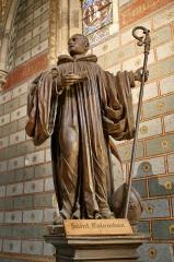 Ancienne abbaye Saint-Colomban - Français:   Statue de Saint Colomban, fondateur de l\'abbaye de Luxeuil-Les-Bains