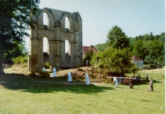Ancienne abbaye de Cherlieu - Français:   Les vestiges de l\'église de Cherlieu, lors du 9ème centenaire de l\'abbaye