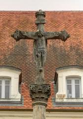 Croix de 1633 au centre du village - French photographer