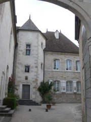 Hôtel de Magnoncourt - Français:   Cour de l\'hôtel de Magnoncourt, à Vesoul (Haute-Saône)