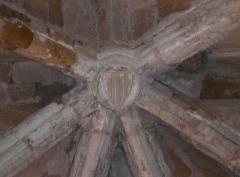 Ancienne abbaye Notre-Dame - Clef de voûte armoriée de la salle capitulaire de l'ancienne abbaye Notre-Dame d'Alet-les-Bains, Aude, Languedoc-Roussillon, France.