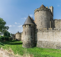 Cité de Carcassonnne - English: Ramparts of the historic fortified city of Carcassone, Aude, France       This place is a UNESCO World Heritage Site, listed as Ville fortifiée historique de Carcassonne.  العربية| Asturianu| Беларуская| Беларуская (тарашкевіца)| বাংলা| Català| Čeština| Dansk| Deutsch| English| Español| Euskara| فارسی| Français| עברית| Hrvatski| Magyar| Italiano| 日本語| 한국어| Latviešu| Македонски| മലയാളം| مازِرونی| Nederlands| Polski| Português| Русский| Slovenčina| Slovenščina| Türkçe| Українська| Tagalog| Tiếng Việt| 中文(简体)| 中文(繁體)| +/−         NOTE: This image is a panorama  consisting of 2 frames that were merged or stitched in Adobe Lightroom. As a result, this image necessarily underwent some form of digital manipulation. These manipulations may include blending, blurring, cloning, and color and perspective adjustments. As a result of these adjustments, the image content may be slightly different than reality at the points where multiple images were combined. This manipulation is often required due to lens, perspective, and parallax distortions.  Boarisch| Български| Dansk| Deutsch| Zazaki| Ελληνικά| English| Esperanto| Español| Eesti| Suomi| Français| Hrvatski| Magyar| Italiano| 日本語| 한국어| Македонски| മലയാളം| Nederlands| Polski| Português| Русский| Slovenščina| Svenska| Türkçe| 中文| Українська| +/−