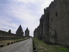 Cité de Carcassonne - Remparts et lice de la cité de Carcassonne (Aude, France).