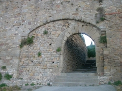 Cité de Carcassonne - Porte dans l'enceinte intérieure de la cité médiévale, Carcasonne, Languedoc, France