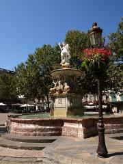 Fontaine monumentale - Français:   Carcassonne la fontaine monumentale place Carnot