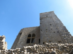 Ruines du château de Quéribus - This building is indexed in the Base Mérimée, a database of architectural heritage maintained by the French Ministry of Culture, under the reference PA00102667 .