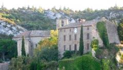 Eglise paroissiale Sainte-Léocadie et remparts adjacents - Français:   Chateau et Église Sainte-Léocadie à Fontjoncouse