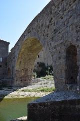 Pont faisant communiquer le village de Lagrasse et le quartier de l'Abbaye - Pont de l'Abbaye, Lagrasse