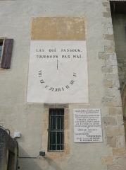 Eglise Notre-Dame-de-Marceille - Français:   Cadran solaire peint sur la façade sud de la basilique Notre-Dame de Marceille, commune de Limoux, Aude, Languedoc-Roussillon, France.