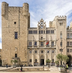 Ancien archevêché et ses abords - English:   Palace of the Archbishops of Narbonne - Facade on the Place de l\'Hôtel-de-Ville.