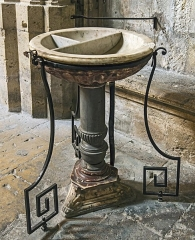 Eglise Saint-Just (ancienne cathédrale) - English:  The baptismal font of the eighteenth century in en:Narbonne Cathedral Cathedral Saint-Just-et-Saint-Pasteur Narbonne.