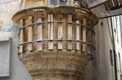 Tourelle d'angle - Català: Torreta d'angle (rue Droite 73, Narbona), apuntalada i encercolada.