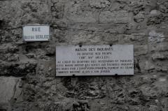 Maison - Français:   Maison des Inquants