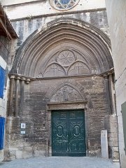 Eglise Saint-Paul, ancienne église des Cordeliers - Français:   église Saint Paul, Portail rue de l\'hotel de ville, Beaucaire (30)