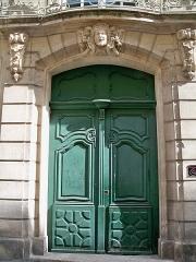 Maison - Français:   Hôtel de Clausonnette, 18 rue de la République à Beaucaire (Gard, France).