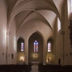 Eglise Saint-Saturnin - English:  The only vessel of the nave of the church Saint Saturnin in Calvisson, with, on left, the chapel of the Blessed Virgin, on right, the chapel of saint Joseph.