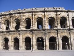 Amphithéatre ou Arènes - Deutsch: Bogengänge des Amphitheatri zu Nîmes.