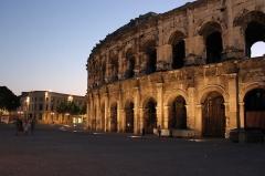 Amphithéatre ou Arènes - Les Arènes de Nîmes ont été construites à la fin du Ier siècle par les romains pour divertir les habitants.