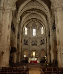 Cathédrale Notre-Dame et Saint-Castor - This building is indexed in the Base Mérimée, a database of architectural heritage maintained by the French Ministry of Culture,under the reference PA00103092 .