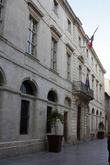 Hôtel de ville - English:  Town hall.