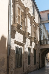 Hôtel de ville -  Facade of the Town Hall, street of the Treasury: Vaulted passage of the XIIth c, door broken arch XV °, renaissance window opened in 1535 under the reign of François Ier