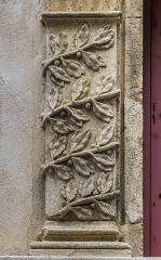Hôtel dit le Presbytère de la la Cathédrale - English:   Detail on the facade of the Hôtel Presbytère de la cathédrale in Nîmes, Gard, France