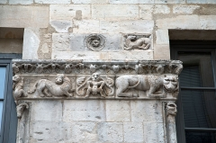 Immeuble -  The sculptures of the 12th century was moved during the rebuilt of the 19th