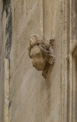 Maison - English: Detail of the facade of the building at 11 rue des Marchands in Nîmes, Gard, France