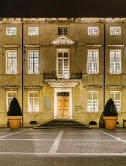 Ancien palais épiscopal - English: Former bishop's palace in Nîmes at night, Gard, France