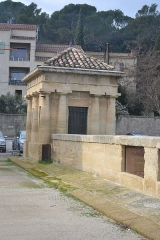 Ancien pont suspendu - This building is indexed in the Base Mérimée, a database of architectural heritage maintained by the French Ministry of Culture, under the reference PA00103177 .
